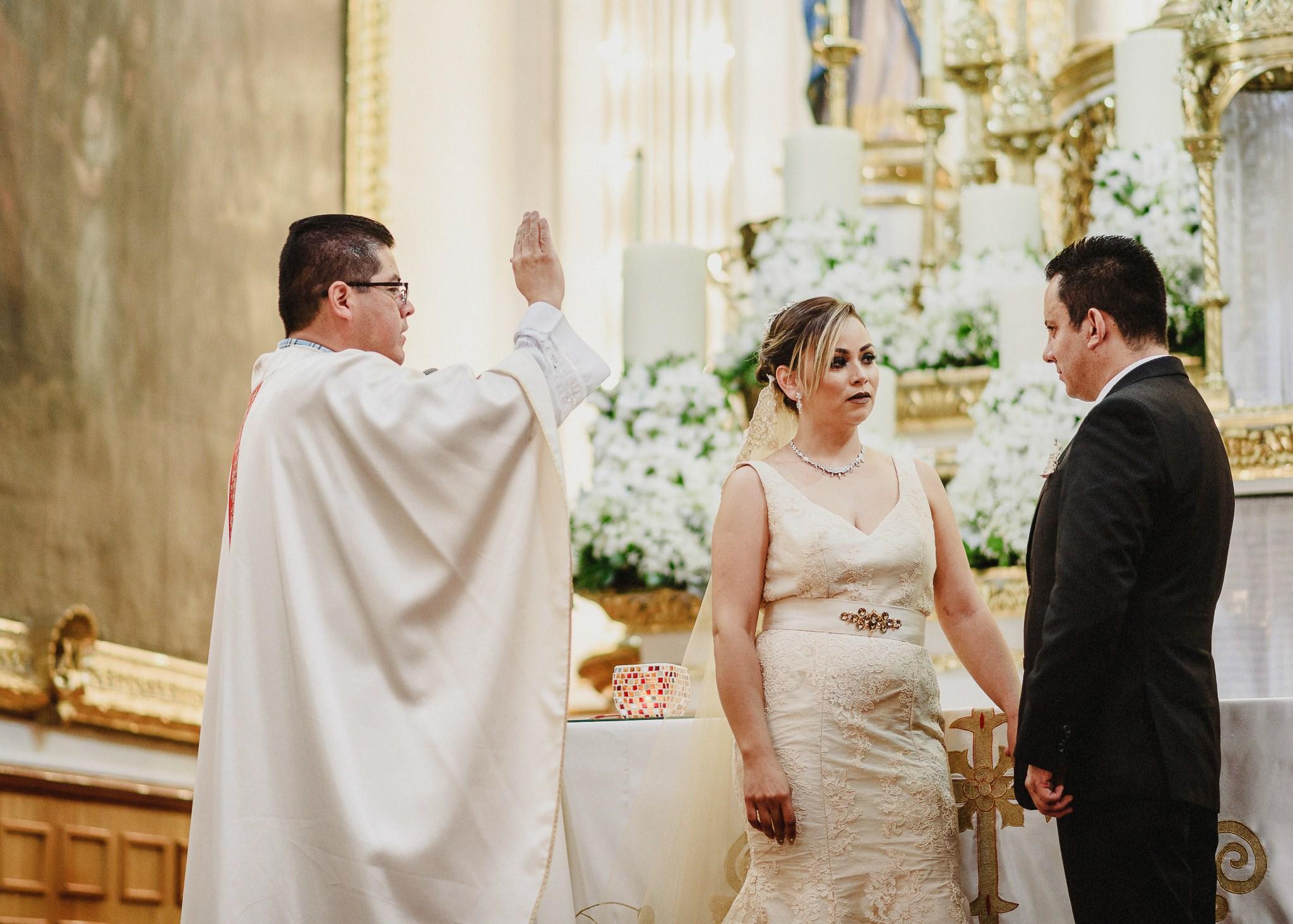 02boda-wedding-ceremonia-templo-barrio-del-encino-aguascalientes-fotografo-luis-houdin57