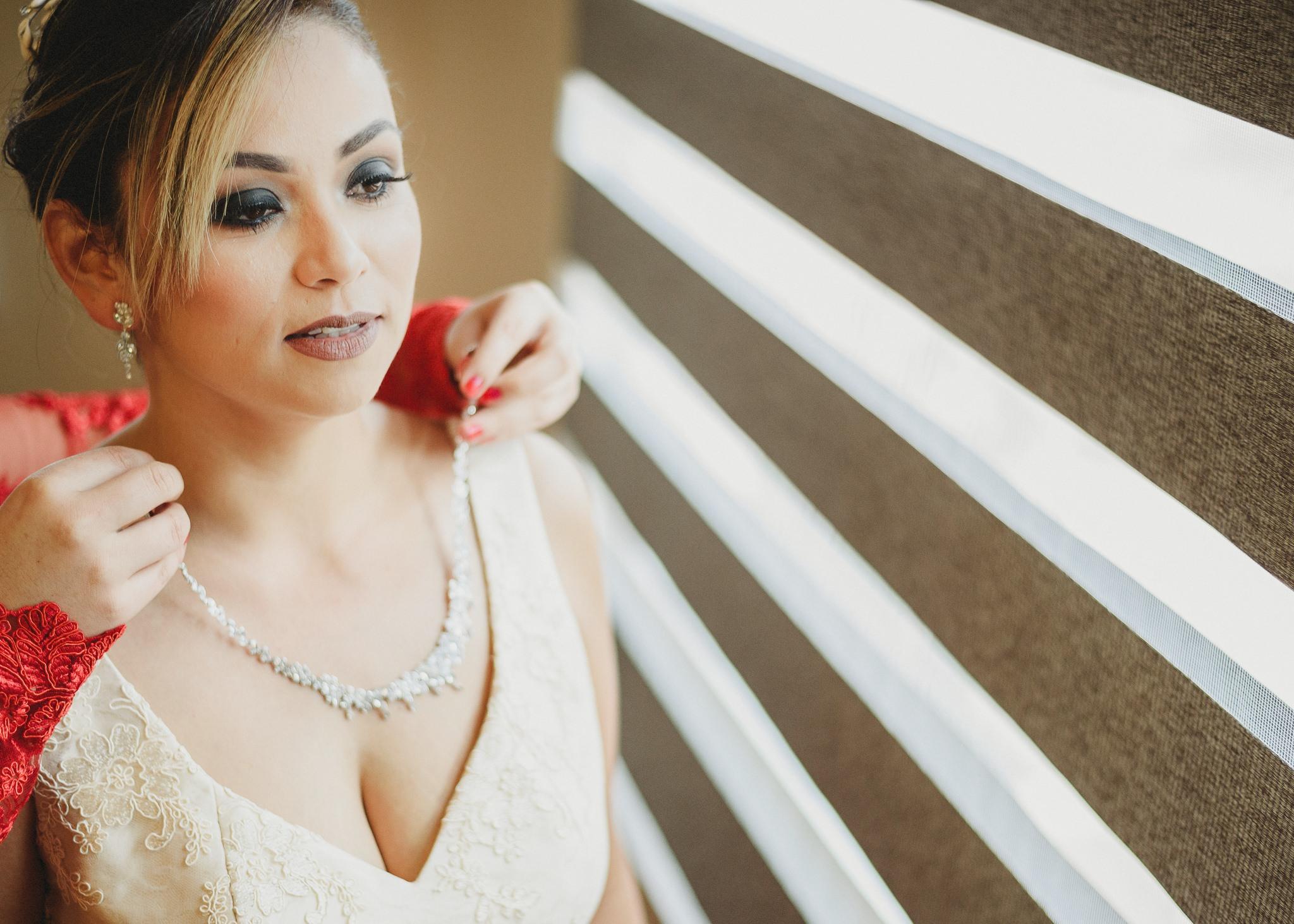 01getting-ready-wedding-hotel-las-trojes-boda-preparativos-fotografo-luis-houdin44