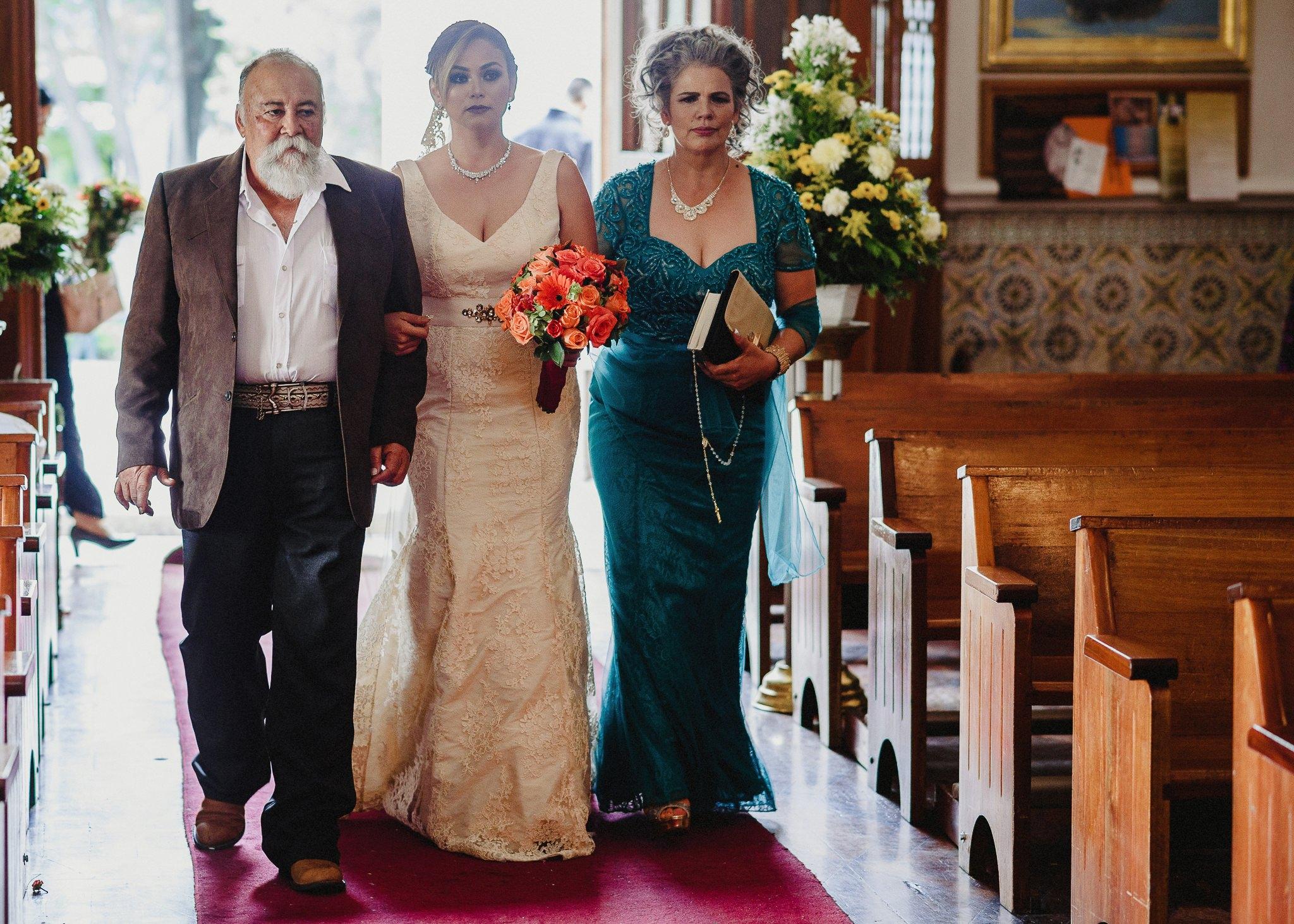 02boda-wedding-ceremonia-templo-barrio-del-encino-aguascalientes-fotografo-luis-houdin46