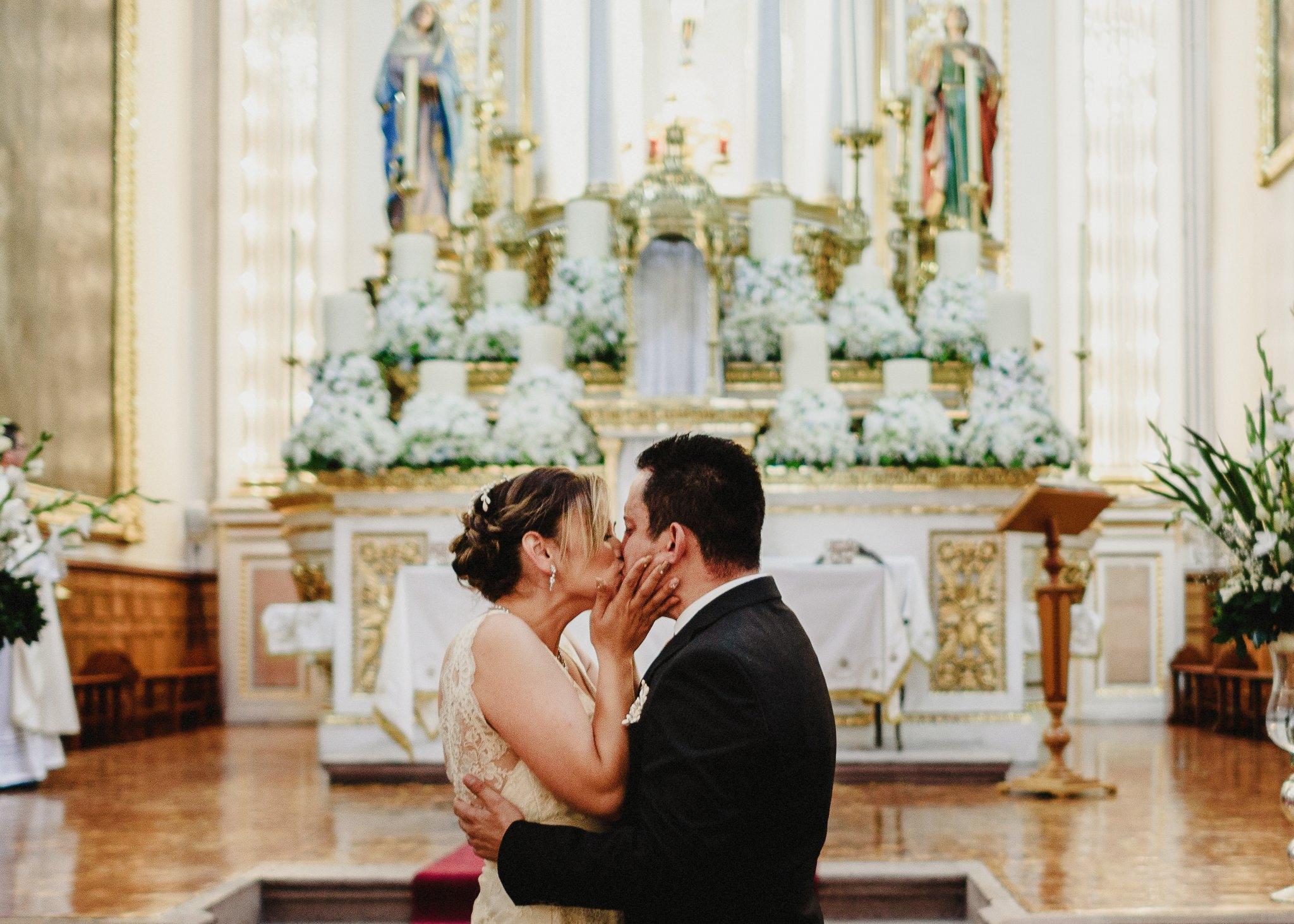 02boda-wedding-ceremonia-templo-barrio-del-encino-aguascalientes-fotografo-luis-houdin70