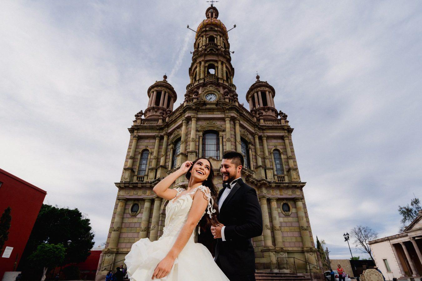 Aguascalientes Romántico templo de San Antonio Atardecer sesion de boda Luis Houdin